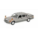 1:43 1989 Mercedes-Benz 500 SEL - Helmut Kohl w/Figure