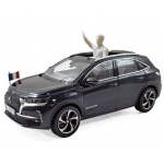 1:43 2017 DS 7 Crossback Presidentiel with Figure